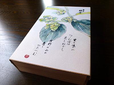 高級感ある吉野杉の木箱に入っています