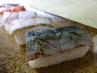 秋刀魚の皮目をあぶって、香ばしさを引き出しました。